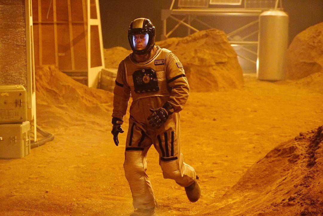 Als er im Expeditionsgelände ankommt, freut sich Castle (Nathan Fillion) noch über die mehr als ungewöhnlichen Umstände ... - Bildquelle: Richard Cartwright ABC Studios / Richard Cartwright