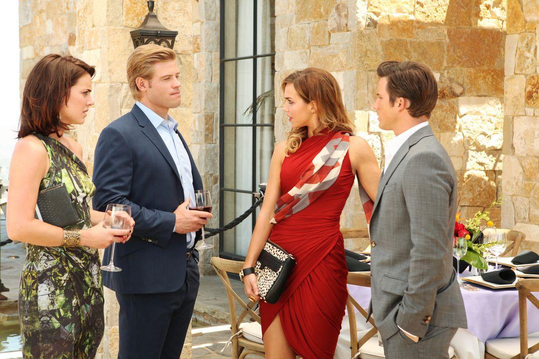 Silver (Jessica Stroup, l.) ist sauer als sie erfährt, dass Vanessa (Arielle Kebbel, 2.v.r.) und Liam (Matt Lanter, r.) wieder ein Paar sind. Gut,... - Bildquelle: 2012 The CW Network. All Rights Reserved.