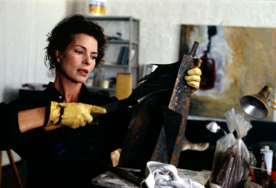 Die erfolgreiche Künstlerin Julia Struck (Gudrun Landgrebe) trifft die letzten Vorbereitungen für ihre Vernissage - noch ahnt sie nicht, dass durc... - Bildquelle: Sat.1/Zinner