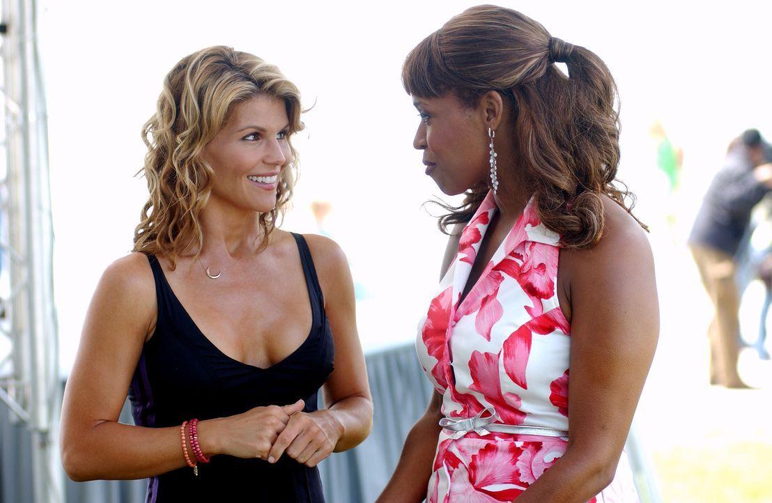 Ava (Lori Loughlin, l.) und Susannah (Merrin Dungey, r.) stehen mit ihrem gerade erst gegründeten Mode-Label vor dem finanziellen Ruin. Doch sie ha... - Bildquelle: CBS Television