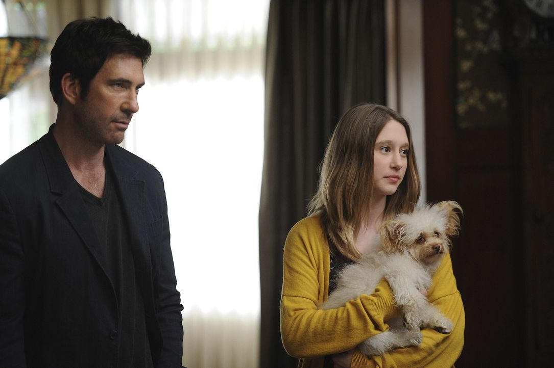 Violet (Taissa Farmiga, r.) ist ohnehin nicht gut auf ihren Vater Ben (Dylan McDermott, l.) zu sprechen. Als der dann auch noch plant, mit der Famil... - Bildquelle: 2011 Twentieth Century Fox Film Corporation. All rights reserved.
