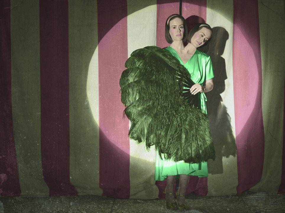 (4. Staffel) - Bette und Dor Tattler (Sarah Paulson) teilen sich fast alles - nur ihre Persönlichkeiten könnten nicht unterschiedlicher sein ... - Bildquelle: Frank Ockenfels 2014, FX Network. All rights reserved.