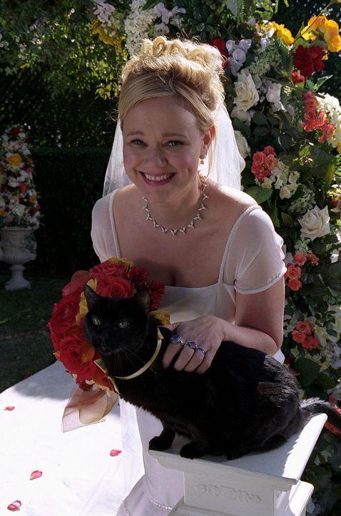 Hilda (Caroline Rhea) erklärt Sabrina und Zelda, dass Will in Wirklichkeit ihre große Liebe ist und sie in zwei Tagen heiraten werde. Auch Kater S... - Bildquelle: Paramount Pictures
