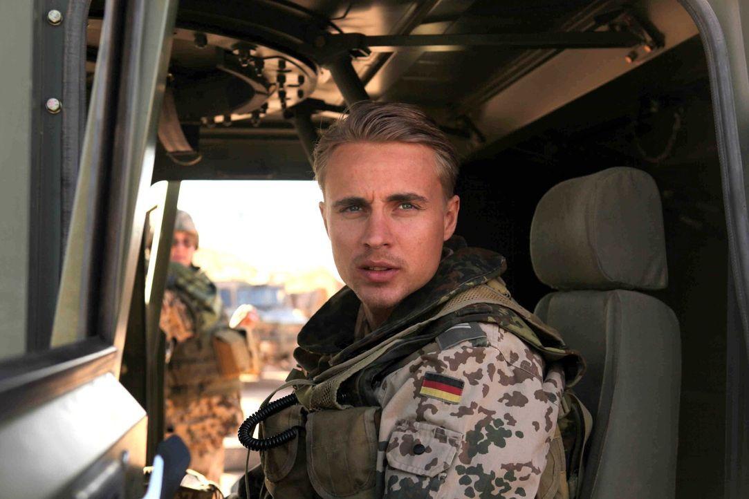Vor wenigen Stunden saß Martin (Constantin von Jascheroff) noch bei einem Bier mit seinem besten Freund zusammen, der eigentlich als Soldat für dies... - Bildquelle: Sife Ddine ELAMINE ProSieben