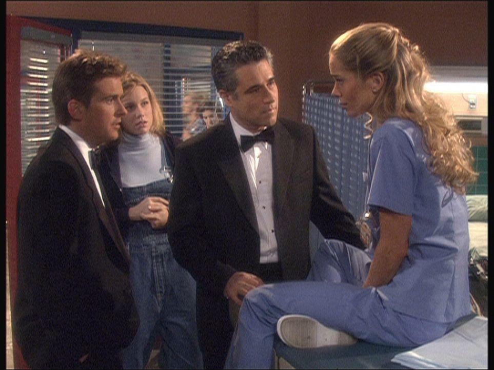 Im Krankenhaus kümmert sich Jesse (Charlie Schlatter, l.) um Thalia (Jennifer Gareis, r.), die ernährungsbedingte Gesundheitsprobleme hat. - Bildquelle: Viacom