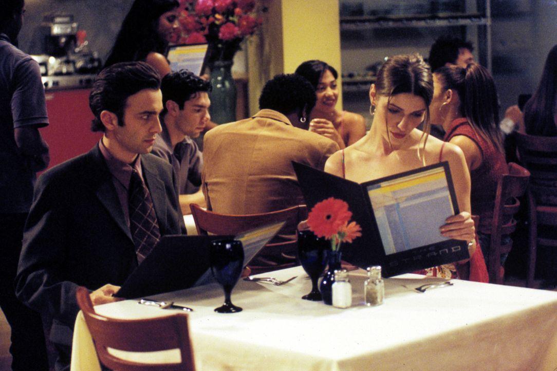 Clay und Royce (Mike Damus , l.) schmieden einen hinterlistigen Plan und verlieren damit die hübschen jungen Frauen (Ivana Milicevic, r.), die wirk... - Bildquelle: Paramount Television