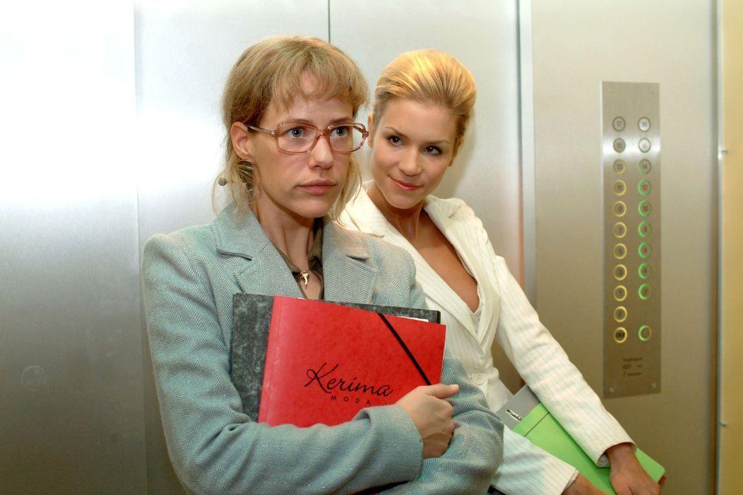 Sabrina (Nina-Friederike Gnädig, r.) versucht Lisa (Alexandra Neldel, l.) einzuschüchtern und behauptet, dass sie ganz genau wüsste, dass ihre Ve... - Bildquelle: Sat.1