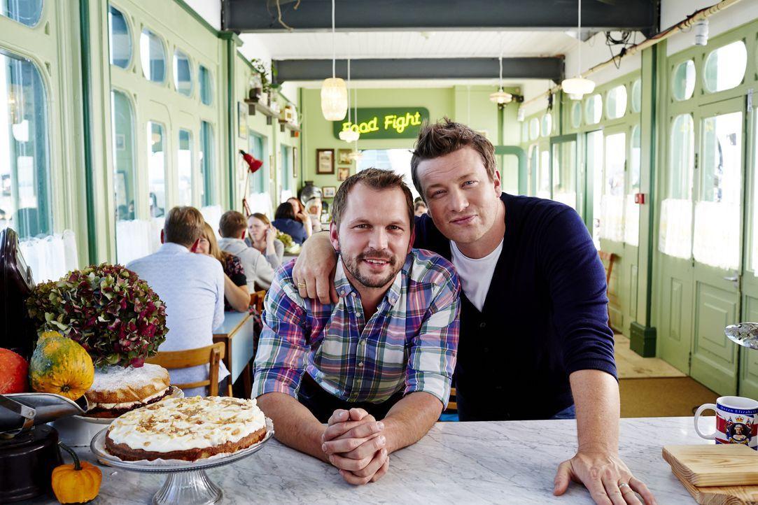 Laden zu einem ganz besonderen Food Fight: Jimmy (l.) und Jamie (r.) ...