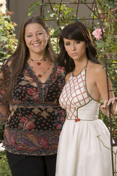 (2. Staffel) - Delia Banks (Camryn Manheim, l.) und Melinda (Jennifer Love Hewitt, r.) werden gute Freundinnen. - Bildquelle: ABC Studios