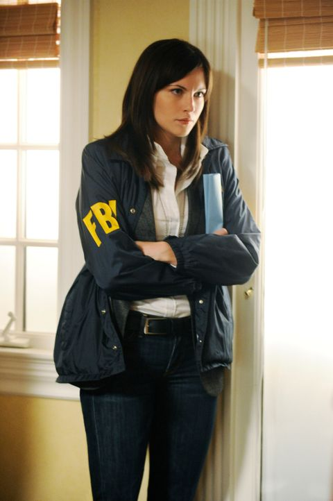 Die FBI-Agentin Lana Delaney (Jill Flint) behält den Drogendealer Lemond Bishop fest im Blick ... - Bildquelle: Jeffrey Neira 2012 CBS Broadcasting, Inc. All Rights Reserved