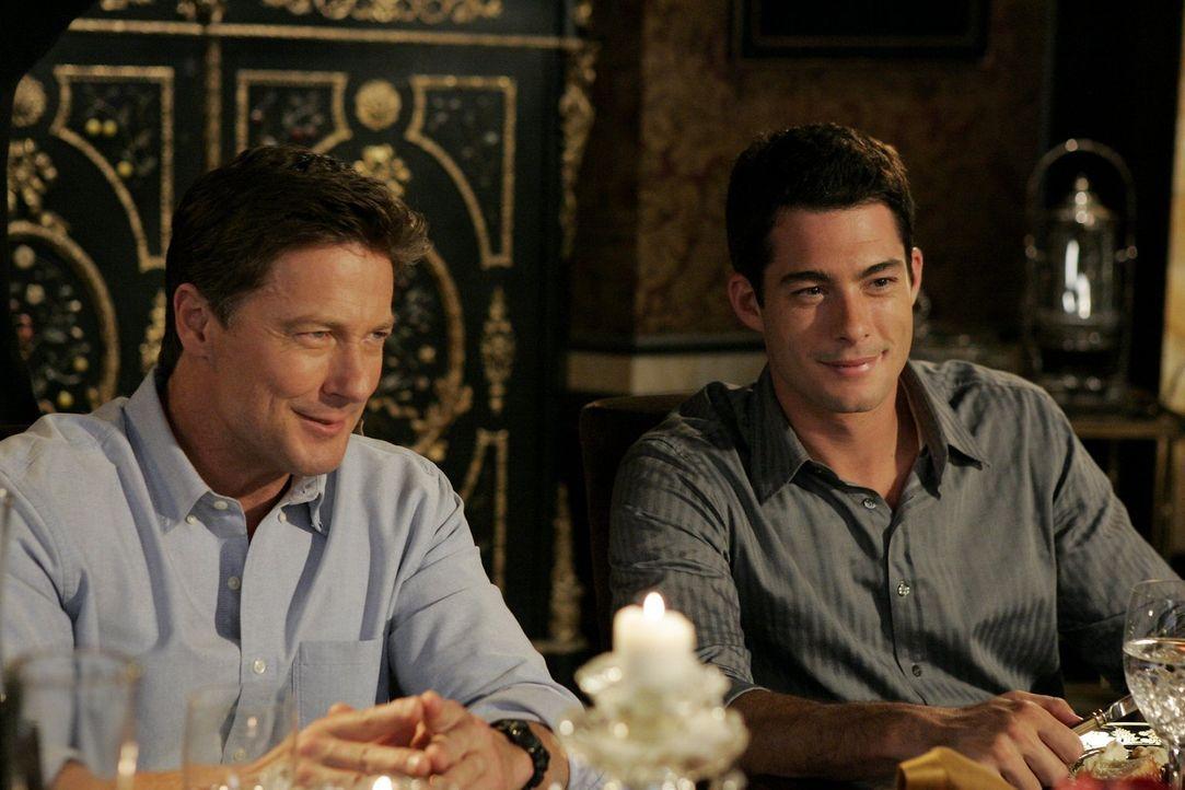 Will (Brian Hallisay, r.) und Arthur (John Allen Nelson, l.) verstehen sich prächtig ... - Bildquelle: Warner Bros. Television