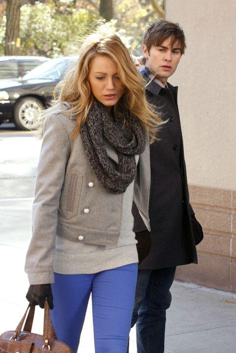 Serena (Blake Lively, l.) kann nicht verstehen, wieso Chuck sich so gegen seine Mutter wehrt - wo sie doch so gerne ihren Vater kennenlernen würde.... - Bildquelle: Warner Brothers