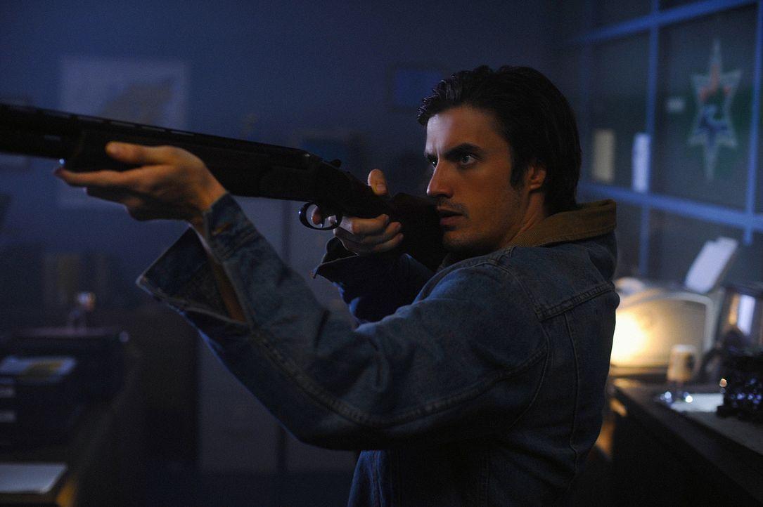 Jimmy (C.J. Thomason) macht sich auf die Suche nach dem Mörder - doch er entdeckt etwas ganz anderes ... - Bildquelle: 2009 CBS Studios Inc. All Rights Reserved.