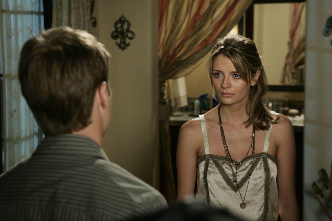 Geben sich gegenseitig Kraft: Marissa (Mischa Barton, r.) und Ryan (Benjamin McKenzie, l.) ... - Bildquelle: Warner Bros. Television
