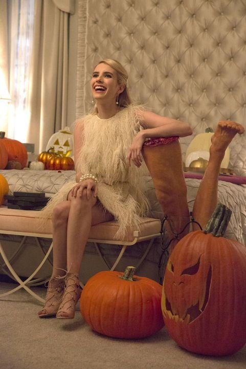Eigentlich hatte Chanel (Emma Roberts) gehofft, ihr geliebtes Chanel-O-Ween ohne nervige Zwischenfälle zelebrieren zu können, doch dann macht Zayday... - Bildquelle: 2015 Fox and its related entities.  All rights reserved.