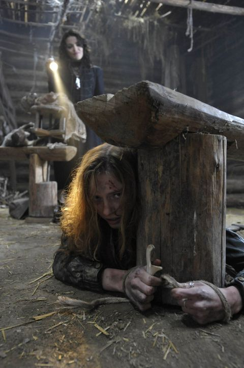 Noch ahnt Kirsten (Eleanor Tomlinson, r.) nicht, dass ihre Schwester Marie (Finn Atkins, l.) nicht die ist, die sie zu sein scheint ... - Bildquelle: Ibra Ibrahimovic ProSieben