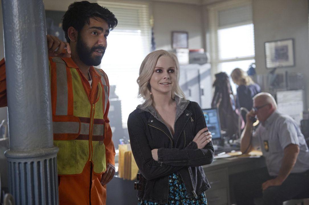 Um einen Geschäftsmann endlich zum Reden zu bekommen, fassen Ravi (Rahul Kohli, l.) und Liv (Rose McIver, r.) einen nicht ganz legalen Plan ... - Bildquelle: Warner Brothers