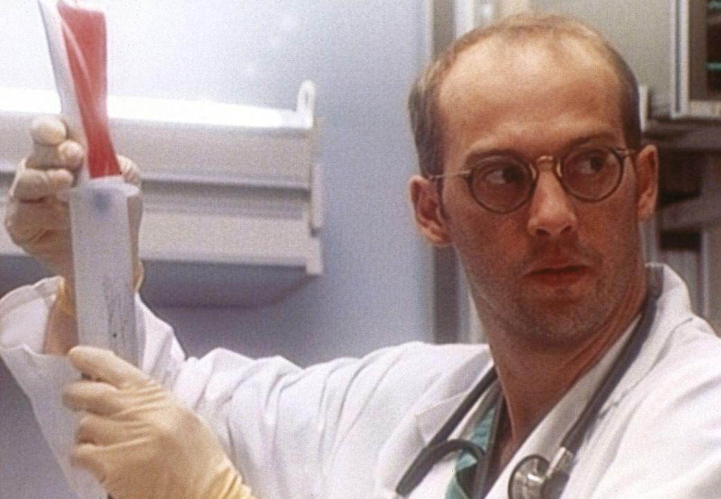 Dr. Grenne (Anthony Edwards) redet mit Susan und Kerry über ihre Unfähigkeit, miteinander zu arbeiten. - Bildquelle: TM+  WARNER BROS.