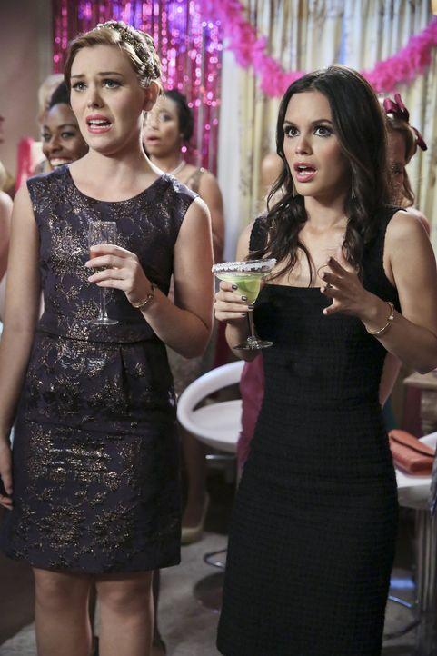 Auf einer Bachelorette-Party machen Annabeth (Kaitlyn Black, l.) und Zoe (Rachel Bilson, r.) eine erschreckende Entdeckung ... - Bildquelle: Warner Brothers