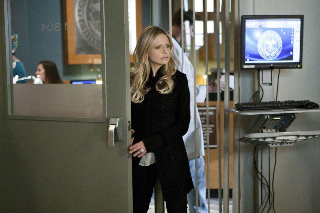 Andrew wird angeschossen ins Krankenhaus eingeliefert. Siobhan (Sarah Michelle Gellar) besucht ihn in der Klinik. Wird sie ihm die Wahrheit über si... - Bildquelle: 2011 THE CW NETWORK, LLC. ALL RIGHTS RESERVED