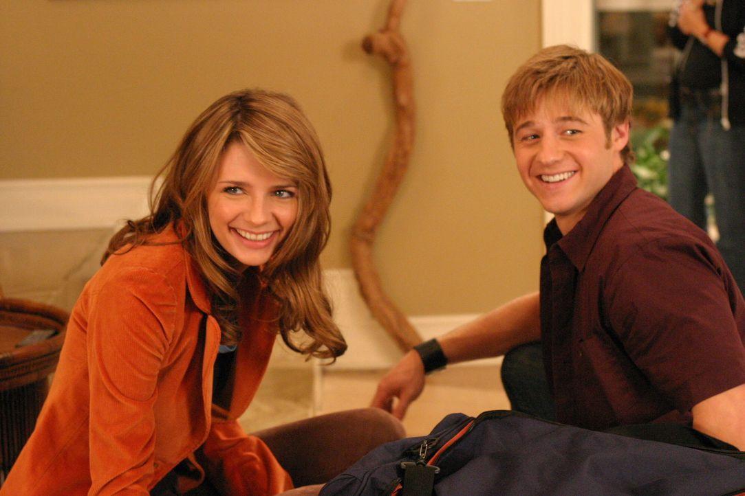 Oliver ist immer noch dankbar für Ryans Hilfe und will sein Leben endlich wieder in den Griff bekommen. Zum Dank lädt er Marissa (Mischa Barton, l... - Bildquelle: Warner Bros. Television
