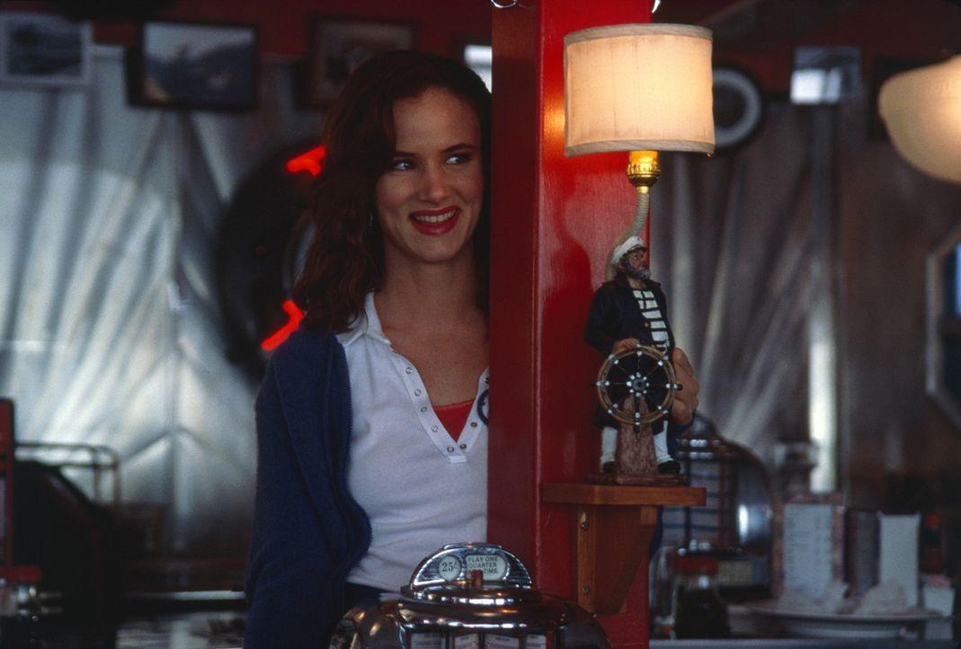 Auf Anraten ihrer Kollegin Ginny (Juliette Lewis) lässt sich Slim mit einem Gast ein, der ihr Leben schlagartig verändern wird ... - Bildquelle: 2003 Sony Pictures Television International