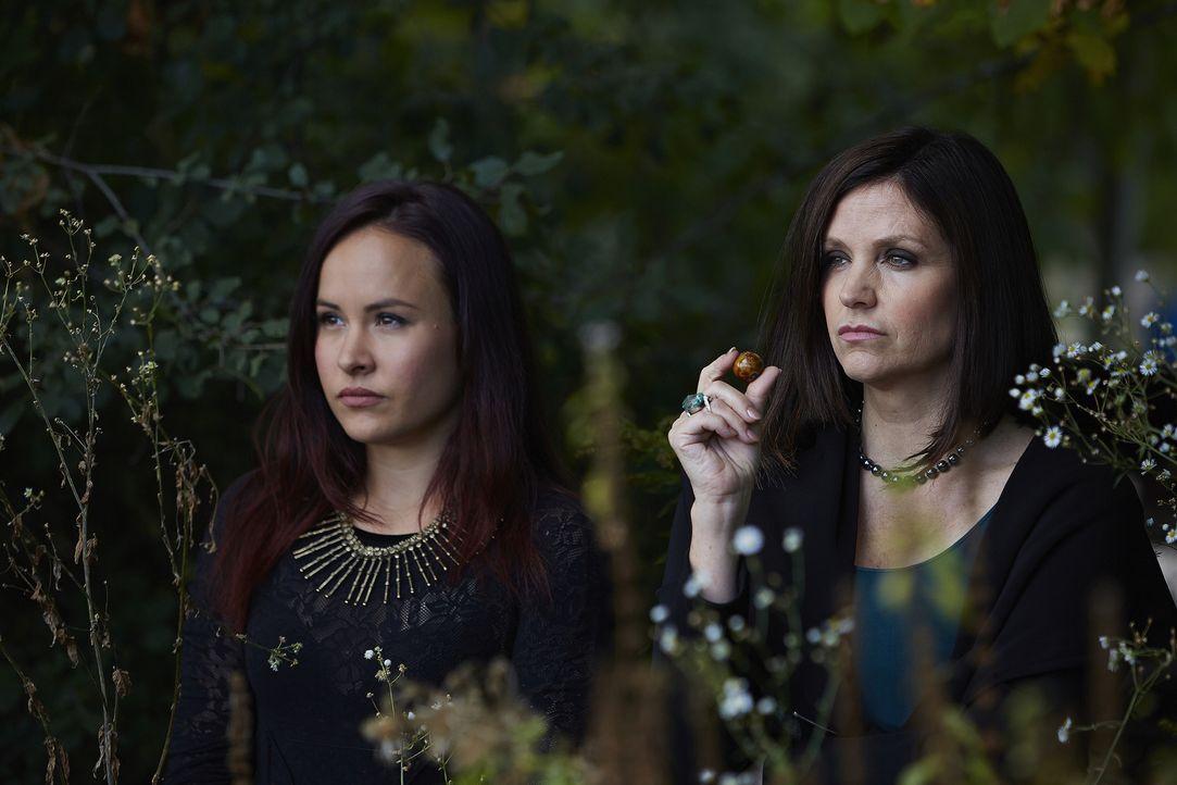 Sind dem Rudel fast immer einen Schritt voraus: Paige (Tommie-Amber Pirie, l.) und Ruth (Tammy Isbell, r.) ... - Bildquelle: 2015 She-Wolf Season 2 Productions Inc.