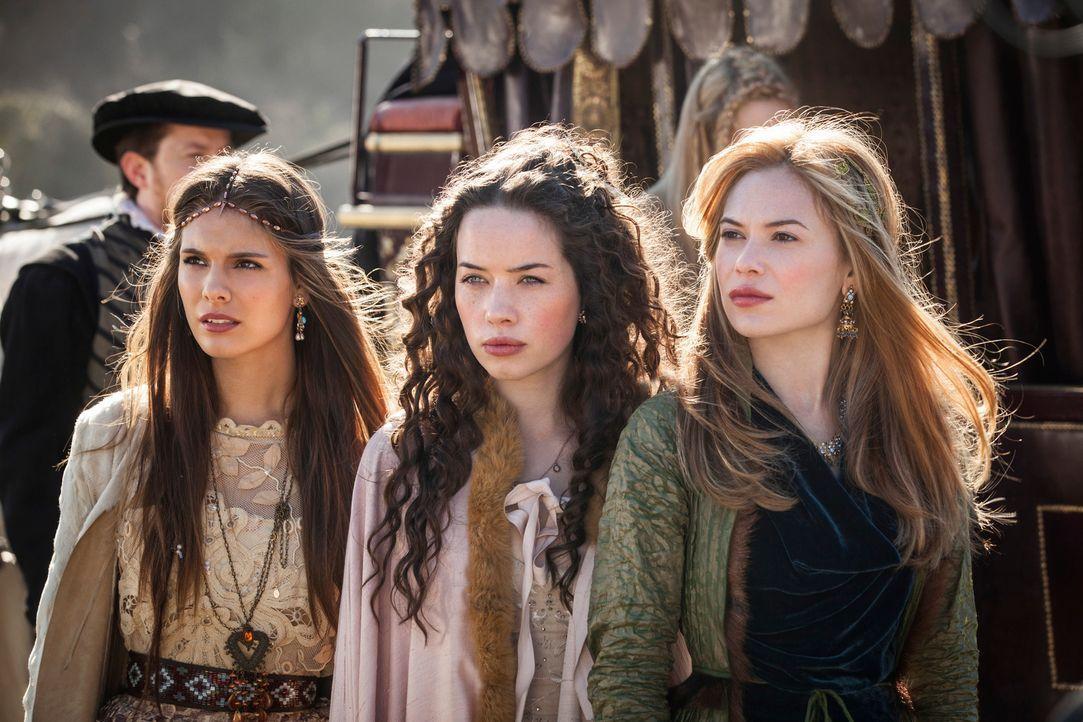 Sie sind nicht nur die Hofdamen, sondern auch die Freundinnen von Mary und kennen sie seit ihrer frühesten Kindheit: Kenna (Caitlin Stasey, l.), Lol... - Bildquelle: Joss Barratt 2013 The CW Network, LLC. All rights reserved.
