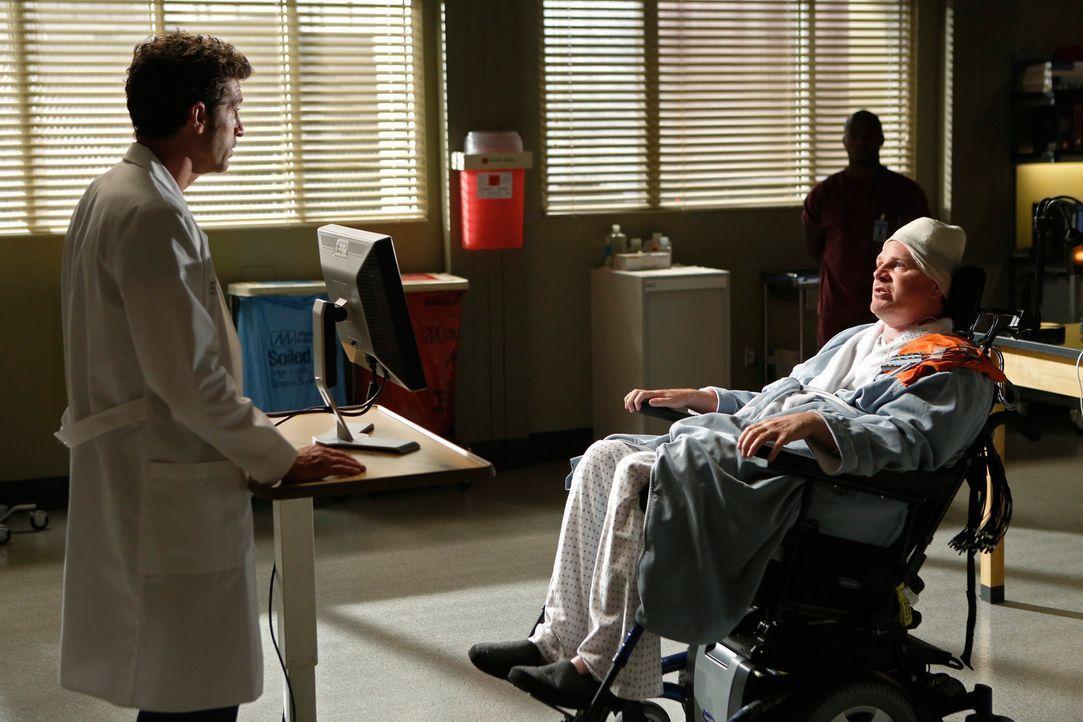 Anhand einer Kinderzeichnung kommt Derek (Patrick Dempsey, l.) eine grandiose Idee für ein verbessertes Transplantat für seinen Patienten Mickey (... - Bildquelle: ABC Studios