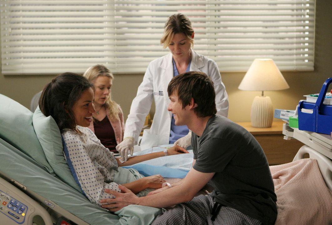 Beth (Jurnee Smollett, l.) und Jeremy (Marshall Allman, r.), die sich während ihrer Krebstherapie im Krankenhaus kennen und lieben gelernt haben, s... - Bildquelle: Touchstone Television