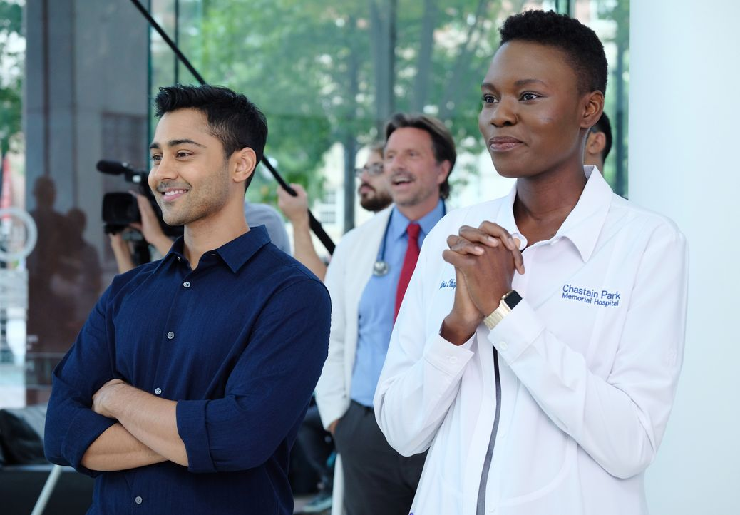 Dr. Devon Pravesh (Manish Dayal, l.); Dr. Mina Okafor (Shaunette Renée Wilson, r.) - Bildquelle: Guy D'Alema 2018-2019 Twentieth Century Fox Film Corporation. All rights reserved. / Guy D'Alema