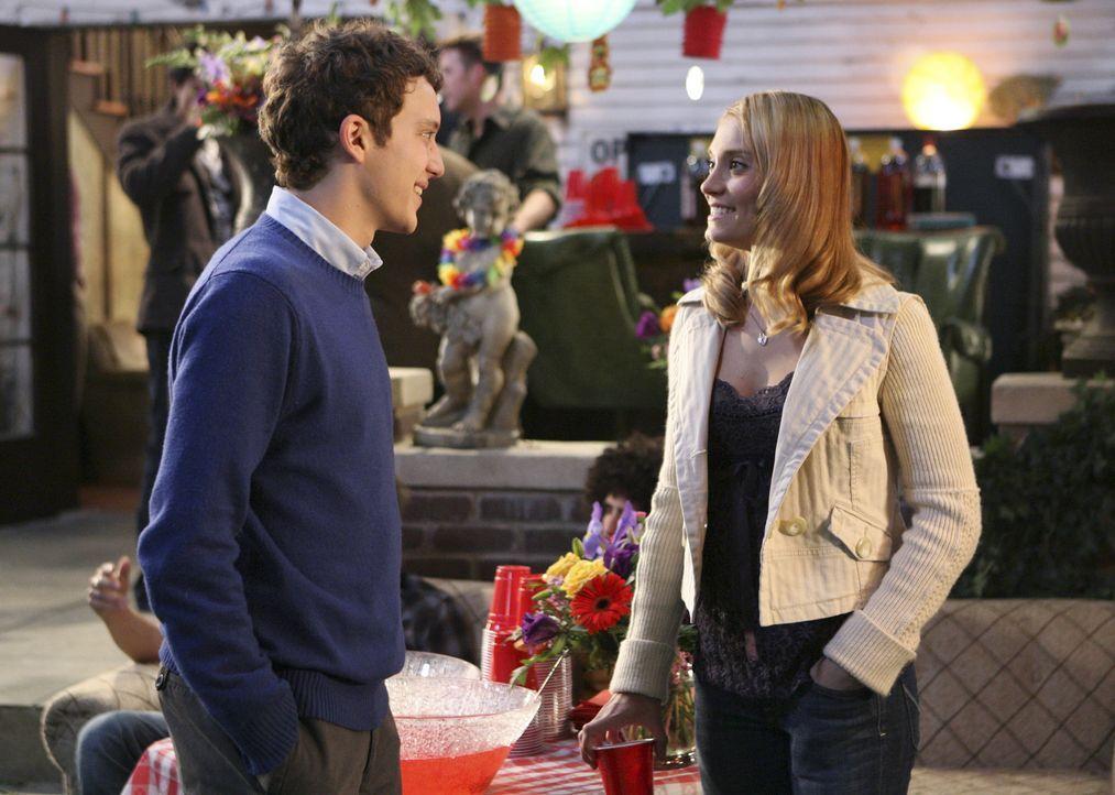 Das Elternwochenende steht bevor und Casey (Spencer Grammer, r.) und Rusty  (Jacob Zachar, l.) sind über den Besuch ihrer Elter wenig erfreut ... - Bildquelle: ABC Family