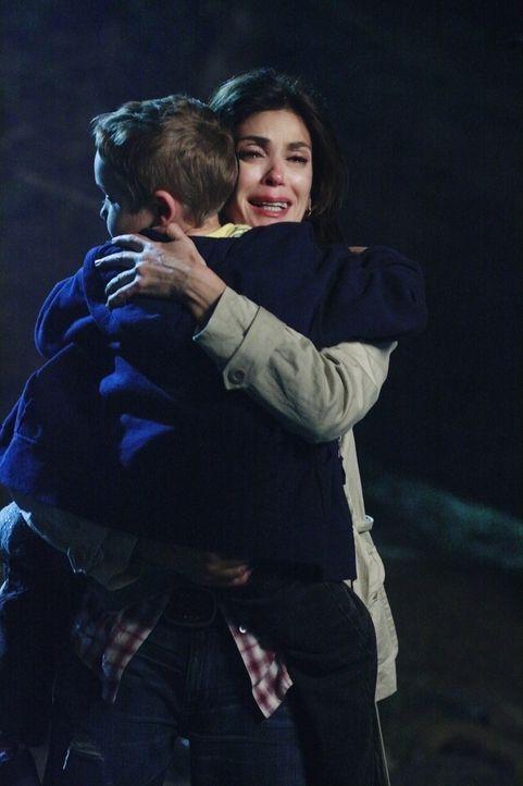 Dave will sich an Mike rächen und hat es auf Susan (Teri Hatcher, r.) und M.J. (Mason Vale Cotton, l.) abgesehen ... - Bildquelle: ABC Studios