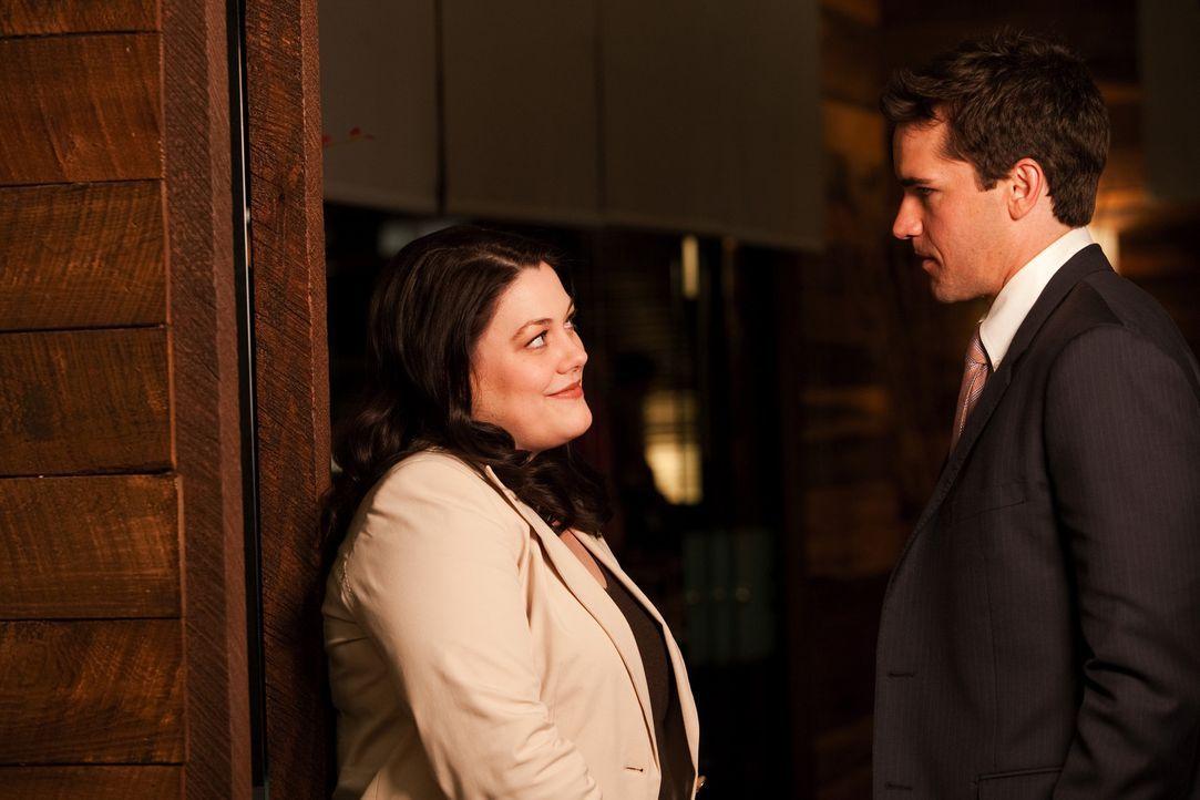 In der Anwaltskanzlei läuft Jane ihrer, beziehungsweise Debs Mutter in die Arme. Wie sich heraus stellt, möchte sie sich von Grayson (Jackson Hurs... - Bildquelle: 2009 Sony Pictures Television Inc. All Rights Reserved.