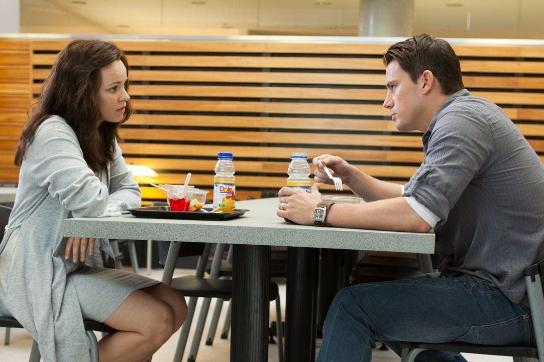 Müssen sich nach Paiges (Rachel McAdams, l.) Unfall wieder völlig neu aufeinander einstellen: Rachel und ihr Ehemann Leo (Channing Tatum, r.), an de... - Bildquelle: Kerry Hayes 2010 Vow Productions, LLC. All rights reserved.