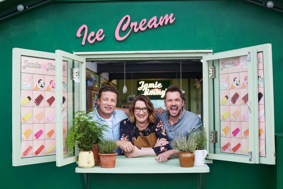 (v.l.n.r.) Jamie Oliver; Sarah Millican; Jimmy Doherty - Bildquelle: David Loftus