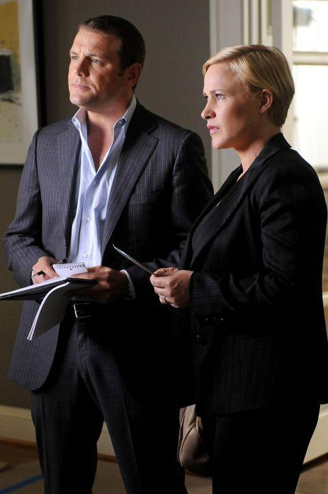 Allison Dubois (Patricia Arquette, r.) und Lee Scanlon (David Cubitt, l.) machen sich auf die Suche nach dem vermissten Jungen Bryce Carlow. Bringt... - Bildquelle: Paramount Network Television