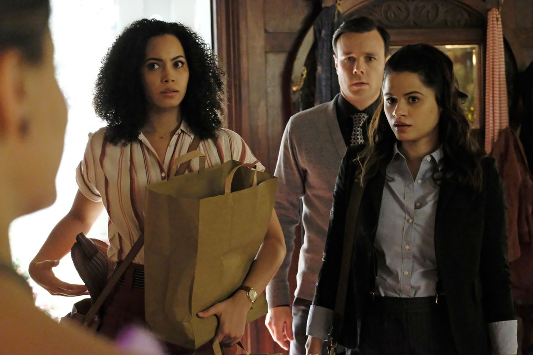(v.l.n.r.) Macy Vaughn (Madeleine Mantock); Harry Greenwood (Rupert Evans); Mel Vera (Melonie Diaz) - Bildquelle: Bettina Strauss 2018 The CW Network, LLC. All rights reserved.