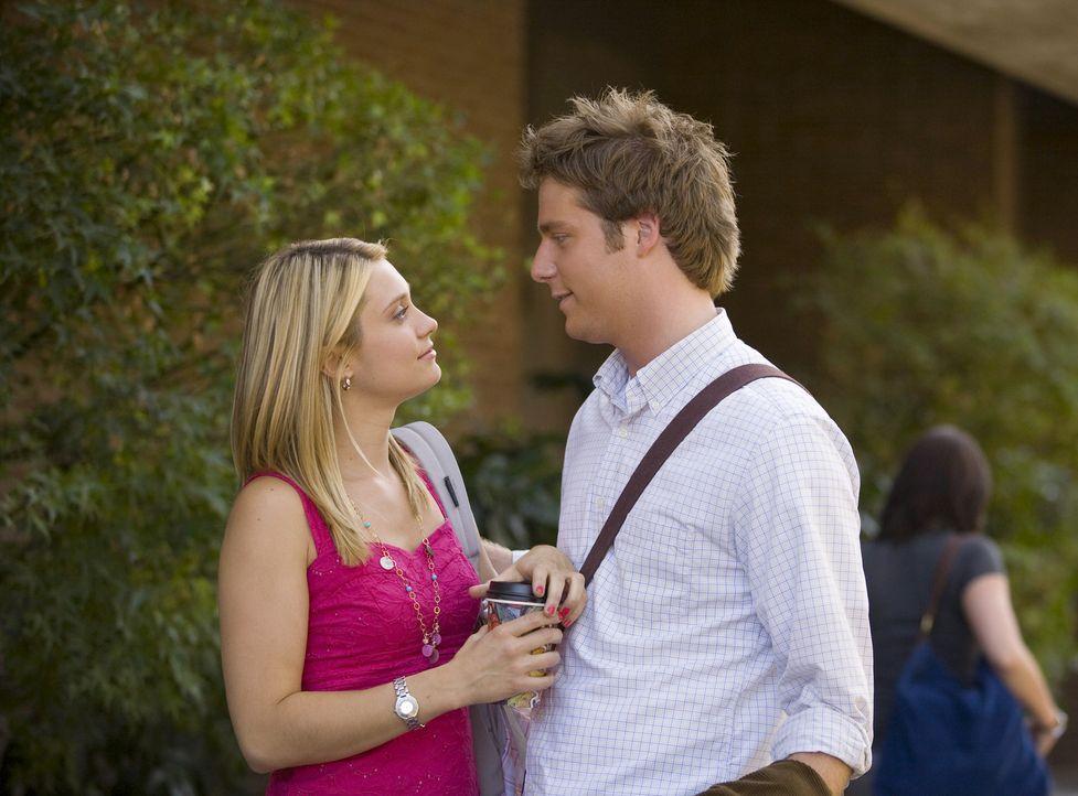 Evan (Jake McDorman, r.) möchte Casey (Spencer Grammer, l.) lavalieren (Vorstufe zur Verlobung in einer Verbindung). Als Cappie das erfährt, setzt e... - Bildquelle: 2007 ABC FAMILY. All rights reserved. NO ARCHIVING. NO RESALE.