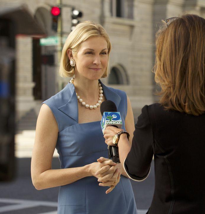 Ein unangenehmes und karriereschädigendes Detail aus Joyces (Kelly Rutherford) Leben wird an den Deputy Chief herangetragen ... - Bildquelle: 2013 CBS BROADCASTING INC. ALL RIGHTS RESERVED.