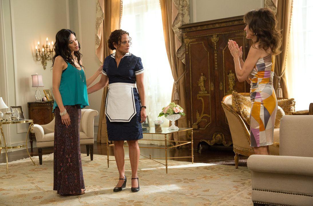 Als Genevieve (Susan Lucci, r.) erfährt, dass Valentina (Edy Ganem, l.) wieder in LA ist, möchte sie ihr bewusst machen, dass auch Zolia (Judy Reyes... - Bildquelle: 2014 ABC Studios