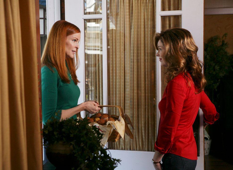Als gute Nachbarin hat Bree (Marica Cross, l.) selbstverständlich einen guten Rat für Katherine (Dana Delany, r.), die von Adam verlassen wurde ... - Bildquelle: ABC Studios