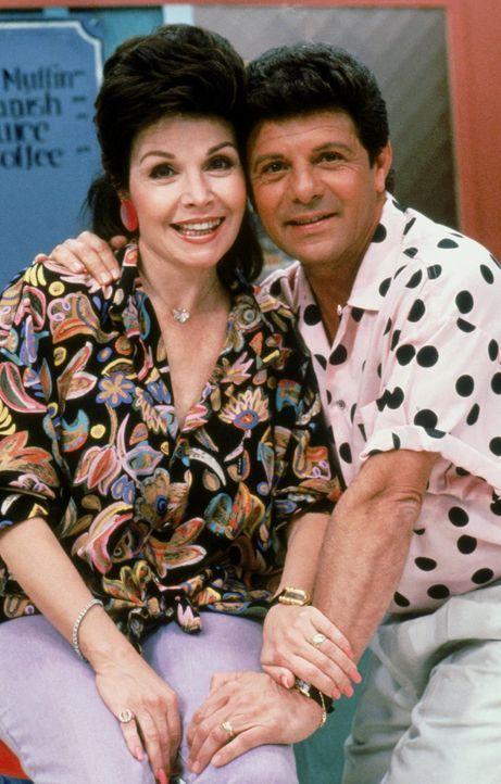 """In der neue Fernsehserie """"Beach Party"""" spielen die berühmten Schauspieler Annette Funicello (Anette Funicello, l.) und Frankie Avalon (Frankie Avalo... - Bildquelle: Warner Brothers Inc."""