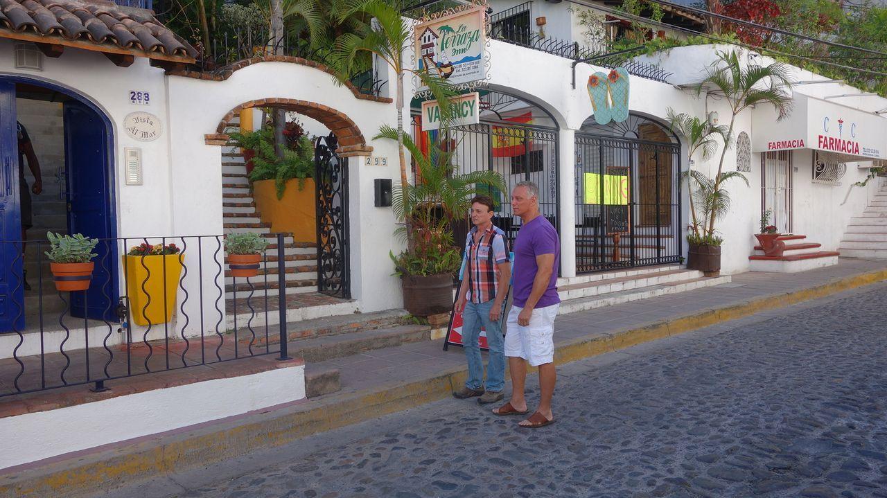 Suchen nach einem Strandhaus mit viel Platz für wenig Geld: Scott (l.) und Brad (r.) ... - Bildquelle: 2014, HGTV/Scripps Networks, LLC. All Rights Reserved.