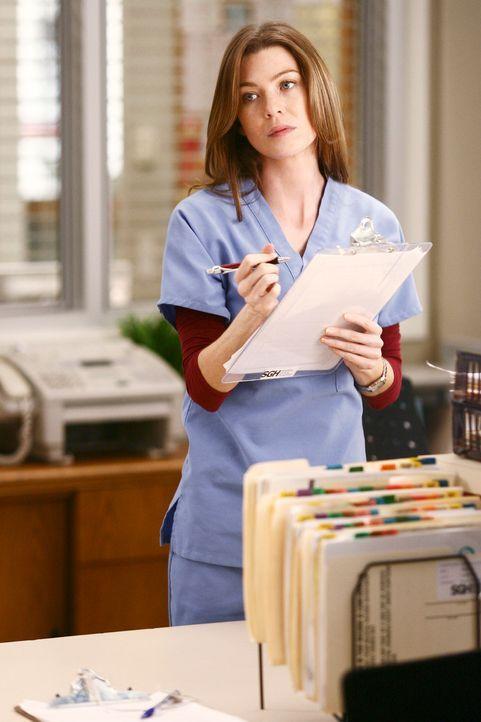 Während einer Visite entdeckt Bailey Meredith's (Ellen Pompeo) verloren gegangene Unterhose am Schwarzen Brett hängen – wie kommt die dort hin? - Bildquelle: Touchstone Television