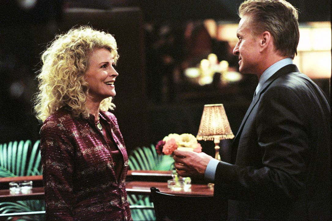 Steves (Michael Douglas, r.) unberechenbarer Lebensstil hat schon seine Exfrau Judy (Candice Bergen, l.) auf der Suche nach ein bisschen Frieden in... - Bildquelle: Warner Bros.