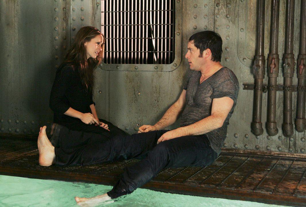Sam (David Conrad, r.) ist über seinen Schatten gesprungen und hat Melinda (Jennifer Love Hewitt, l.) gerettet. Durch die Rettungsaktion wird aus Sa... - Bildquelle: ABC Studios