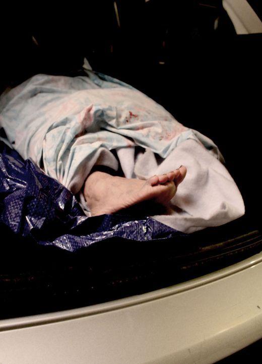 Wie wird man eine Leiche los? Das junge Paar muss schnell feststellen, dass ihre Tat einige Probleme aufwirft ... - Bildquelle: M2 Pictures