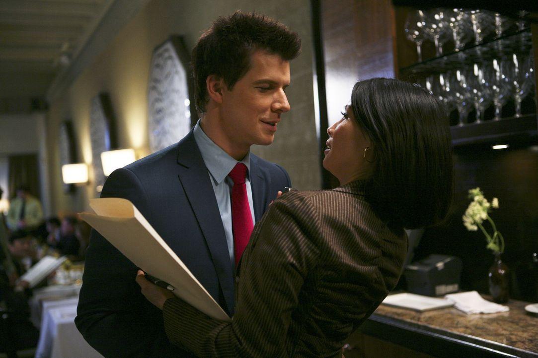 Daniel (Eric Mabius, l.) beginnt mit der Anwältin (Lucy Liu, r.) seines Vaters ein Verhältnis. Davon darf seine Schwester nichts erfahren. Ein schwi... - Bildquelle: Buena Vista International Television