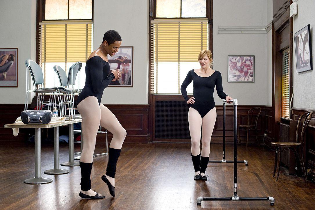Schon bald zeigt Thomas (Damon Wayans Jr., l.) Megan (Shoshanna Bush, r.), wie seiner Meinung nach ein Balletttanz auszusehen hat ... - Bildquelle: 2008 PARAMOUNT PICTURES CORPORATION